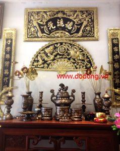 lư hương trên bàn thờ gia tiên