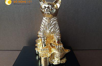 Tượng mèo mạ vàng có ý nghĩa gì trong phong thủy?